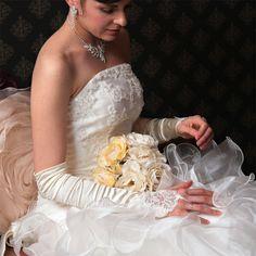 刺繍フィンガーレスグローブ(g-1) 指輪交換も、グローブを付けたまま手間取ることなくできます♪ ネイルを見せたい方やリゾートウエディングにも! オフホワイトとホワイトがあります Wedding Dresses, Fashion, Bride Dresses, Moda, Bridal Gowns, Fashion Styles, Wedding Dressses, Bridal Dresses