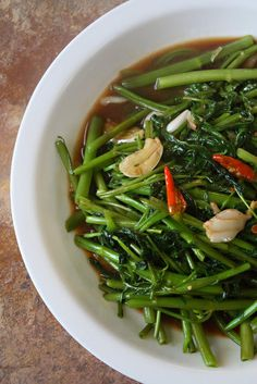 Stir Fried Chinese Water Morning Glory - Pad Pak Bung Fai Daeng - Thai Food by SheSimmers Yummy Vegetable Recipes, Thai Recipes, Vegetable Dishes, Asian Recipes, Cooking Recipes, Healthy Recipes, Asia Food, Laos Food, Cambodian Food