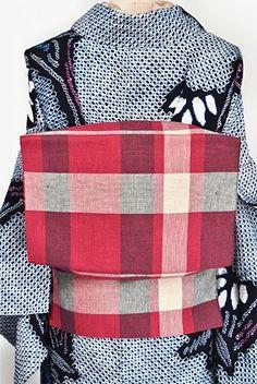 深みのある落ち着いた赤に、清々しく映える白も美しく織り出された格子模様がモダンな本麻の開き名古屋帯です。 Obi Belt, Messenger Bag, Satchel, Kimono, Japan, Bags, Fashion, Handbags, Moda
