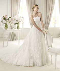 Pronovias te presenta el vestido de novia Berlin. Costura 2013. | Pronovias, con tirantes