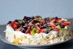 Bakekona - Lidenskap for en sunn livsstil Cookie Desserts, No Bake Desserts, Cake Recipes, Dessert Recipes, Norwegian Food, Norwegian Recipes, Scandinavian Food, Berry Cake, Pavlova