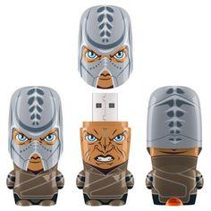 Don't use USB sticks often, but I want one of these #Klingon thingies!