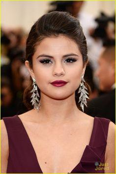 Selena Gomez  Taylor Swift Dance the Night Away at MET Gala 2014! (Video) | selena gomez taylor swift put feud rumors to rest met ball 02 -...