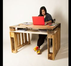 How to design a Green Office Space in your Home : Wooden Desk Made Of Pallets