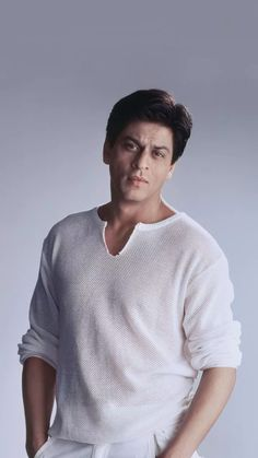 Becoming An Actress, Sr K, King Of Kings, Bollywood Stars, Picture Collection, Shahrukh Khan, Girl Humor, Sexy Men, Actresses