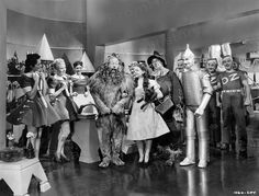 Print Judy Garland Jack Haley Jr Ray Bolger Lahr Wizard of Oz 1939 Hollywood Actor, Classic Hollywood, Wizard Of Oz Munchkins, Wizard Of Oz Pictures, Bert Lahr, Ray Bolger, Jack Haley, Framing Canvas Art, Wizard Of Oz 1939