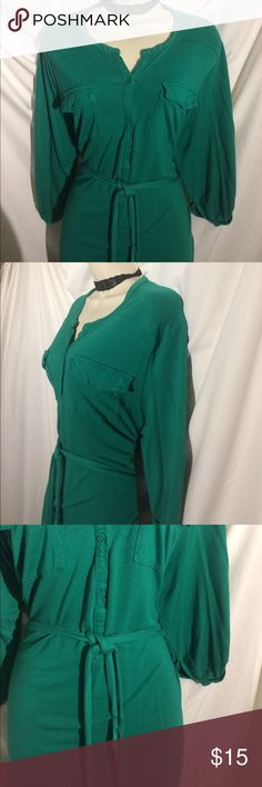 Old Navy XL shirt dress This shirt dress is awesome in gently used condition with a lot of life left in it! Don't let the price for you it's comfortable and provides year round style perfect and winter with tights or summer with a pair of sandals or flats tie waist belt makes it extra flattering Old Navy Dresses Midi