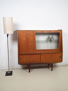 Lovely sideboard or vintage bar! Oh what I would give to have you!
