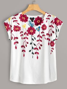 To find out about the Floral Print Tee at SHEIN, part of our latest T-Shirts ready to shop online today! Fabric Paint Shirt, Paint Shirts, T Shirt Painting, Floral Print Shirt, Floral Prints, Hand Painted Sarees, Mode Kimono, Fabric Paint Designs, Painted Clothes