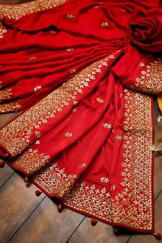 Silk Saree Banarasi, Satin Saree, Red Saree, Chiffon Saree, Sari, Indian Clothes, Indian Outfits, Rajasthani Bride, Gota Patti Saree