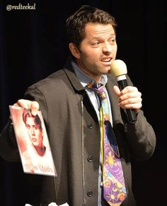 Misha holds up a picture of Jensen from his modeling days at the Chicago Con--pinner Linda Welp told me that she brought several to the con and Richard Speight, Matt Cohen and Misha ended up passing them around all over!! Poor Jensen, lol.