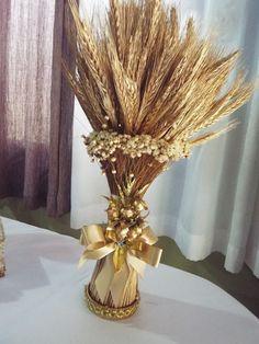 ARTESANATOS&CIA: TRIGO PARA DECORAÇÃO DE MESA DE SANTA CEIA Boy Baptism Centerpieces, Baptism Decorations, Flower Centerpieces, Wedding Centerpieces, Wheat Flower, First Communion Favors, Gold Diy, Deco Table, Decoration Table