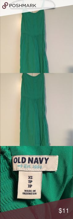 Old Navy Kelly Green Sundress Size XS. Old Navy Sundress Size XS- Kelly Green in color. Goes perfectly with the Navy and Green Old Navy Cardigan that's posted. Bundle and get that discount!!! Old Navy Dresses