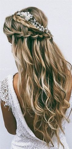 48 Our Favorite Wedding Hairstyles For Long Hair We have collected our favorite wedding hairstyles for brides with long hair. Get inspired for perfect bridal look!  #wedding #bride #weddingforward #bridalhair #favoriteweddinghairstyleslonghair #BridalHair