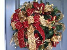 Red & Gold Christmas Wreath | #christmas #xmas #holiday #decorating #decor