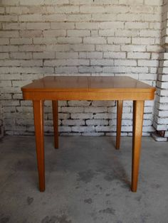 sprzedający linte stół 85x85 rozkł. 450zl