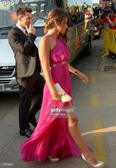 Antonella Roccuzzo, Fc Barcelona, Messi, One Shoulder, King, Formal Dresses, Fashion, Dresses For Formal, Moda