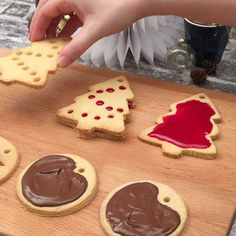 Science Discover Edible Tree Decorations : Even Santa will be jealous of these! Xmas Food, Christmas Cooking, Christmas Desserts, Christmas Treats, Mini Desserts, Christmas Recipes, Christmas Biscuits, Thanksgiving Dinner Recipes, Thanksgiving Sides