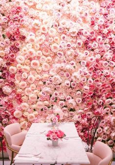 🌹 If you're ever in London, you must visit Elan Cafe! Pastel colours, floral patterns not to mention a flower wall. This is what dreams are made of 🌹 Pretty In Pink, Beautiful Flowers, Restaurant Am Wasser, Pink Roses, Pink Flowers, Deco Cafe, Deco Restaurant, Bloom, Deco Floral