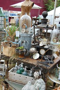 The pictures say it all! The Barn House Country Marketplace was absolutely magical, everyone did such an amazing job dis. Flea Market Displays, Flea Market Booth, Flea Market Style, Flea Market Finds, Store Displays, Vintage Display, Antique Booth Displays, Antique Booth Ideas, Antique Fairs