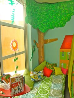 Paper Tree For Classroom | love checking out other teachers rooms for ideas and inspiration ...