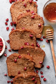 This traditional jewish honey cake is soft, sweet and non dairy. A great way to celebrate the new Jewish holiday. Easy, fast and full of posibilities. Honey Recipes, Dairy Free Recipes, Baking Recipes, Honey Cake Recipe Jewish, Best Honey Cake Recipe, Best Cake Recipes, Dessert Recipes, One Layer Cakes, Israeli Food