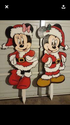 Christmas Mickey And Minnie Christmas Decorations Madera Navidad Grinch Christmas Decorations, Christmas Yard Art, Mickey Mouse Christmas, Christmas Wood Crafts, Christmas Signs Wood, Christmas Projects, Etsy Christmas, Image Mickey, Wood Yard Art