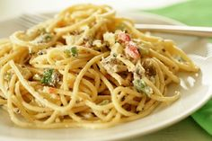 A different pasta salad. try olive oil mayo or reduced fat mayo to cut kcal Cold Spaghetti Salad, Cold Pasta, Pasta Recipes, Salad Recipes, Cooking Recipes, Healthy Recipes, Summer Pasta Salad, Easy Pasta Salad, Penne