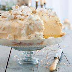 Hazelnootijstaart - Met dit heerlijke dessert maak je op je gasten een verpletterende indruk. #kerst #nagerecht #JumboSupermarkten