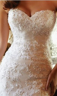 Gorgeous lace wedding dress with a sweetheart neckline by Cede.14
