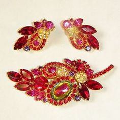about Juliana D&E RARE Peacock Watermelon Margarita Rhinestone Brooch & Earrings SET Vtg Juliana D E Watermelon Heliotrope Red Rhinestone Leaf Brooch Earrings Set Costume Jewelry Sets, Vintage Costume Jewelry, Vintage Costumes, Rhinestone Jewelry, Vintage Rhinestone, I Love Jewelry, Charm Jewelry, Antique Jewelry, Vintage Jewelry
