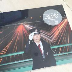 ベストオブ 藤井隆のCDDVDが発売するらしいバスの運転手さんか電車の運転士さんかタクシーの運転手さんの衣装にもおそらく意味があるんでしょう by higashinodesu