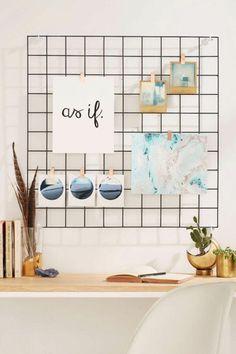 aménager un espace créatif dans une chambre ado, un panneau d'affichage grille