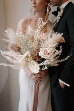 Simple Wedding Bouquets, Bride Bouquets, Flower Bouquet Wedding, Wedding Dresses, Beige Wedding, Boho Wedding, Floral Wedding, Wedding Ideas, Wedding Hall Decorations
