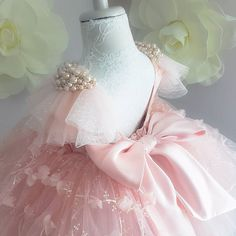 No photo description available. Cheap Flower Girl Dresses, Girls Pageant Dresses, Little Girl Dresses, Baby Girl Birthday Dress, Kids Gown, Kids Frocks, Baby Gown, Kids Outfits, Kids Fashion