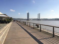 Vom Pont de Pierre entlang der Garonne schlendern Bordeaux, Be Perfect, Beach, Water, Travel, Outdoor, Beautiful, Bridge, Stone
