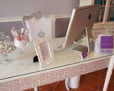 Salon Design in Vintage Style: Fancy Modern Home Office Desk Port Credit Beauty Salon Nail Parlour, Beauty Salon Decor, Beauty Salons, Modern Home Office Desk, Home Nail Salon, Spa Rooms, Guest Room Office, Beauty Lounge, Makeup Rooms