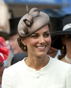 Kate wore straw pillbox for Epsom Derby 2011