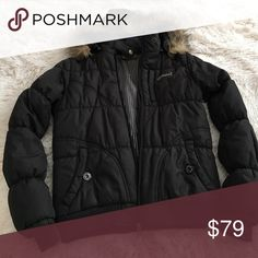 Lined puffy 🚫No Trades🚫 Not fully water proof but lined and water resistant. True size xs, it too small for me now and only ever got worn a couple times. The good is detachable Element Jackets & Coats Puffers