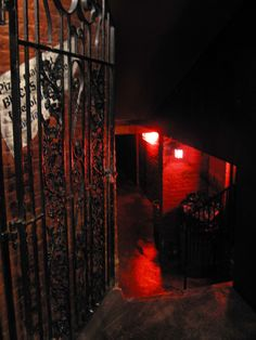 gate, red light