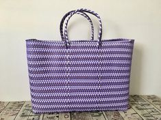 MULTICOLOR MEXICAN BAG LILAC, GOLD AND WHITE This is a hand woven Tote, waterproof and hand washable, made from recycled plastic. Hands from Oaxaca Size: 43x34x14cm / 17X13X5.5in (aprox) 100% Handmade CIOLULA, DISEÑO MEXICANO SHIPPING INFO: Standard mail from Italy, for countries outside