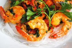 Wykwintne czosnkowe krewetki z natką pietruszki i chili na makaronie - Just Be Fit Be Strong! Shrimp, Meat, Chili, Food, Meal, Chile, Chilis, Essen