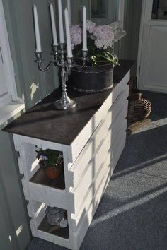 moebel-aus-paletten-bauen_DIY-Sideboard-weiss Used Pallets - A Smart Choice For New Business Start-U Pallet Crafts, Diy Pallet Projects, Pallet Ideas, Wood Projects, Outdoor Projects, Diy Crafts, Old Pallets, Wooden Pallets, Wooden Pallet Furniture