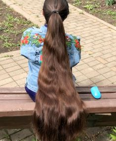 VIDEO - Massive ponytail VIDEO - Massive ponytail Sure, the bushy perms of the might be out of v Long Hair Ponytail, Long Ponytails, Braided Ponytail, Bun Hair, Short Hair, Long Hair Community, Long Hair Models, Long Hair Play, Really Long Hair