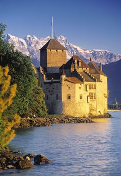 Chillon Castle, Switzerland - i can dream, can't i? Castle Ruins, Medieval Castle, The Places Youll Go, Places To See, Places To Travel, Beautiful Buildings, Beautiful Places, Monuments, Disney World Florida