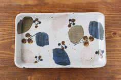 【砥部焼 森陶房】長板皿 特大 木の葉 陶磁器です。砥部の陶土を使い、 凛として清楚な磁器に加えて、 オリジナルでブレンドした温かみのある土物を制作されています。愛媛県の伝統工芸品「砥部焼」のうつわです。|和食器通販|うちる|和食器の皿、鉢、飯碗など