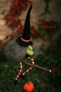 Felted witch, libellune.com
