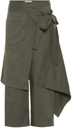 Add an artistic touch to your everyday edit by opting for these draped, folded and knotted pants from Monse. Arriving in olive green, this cotton-blend design features asymmetrical draping that ties at the high waist. Military Inspired Fashion, Military Fashion, Quirky Fashion, Minimal Fashion, Baggy Clothes, Diy Clothes, Dress Shirts For Women, Pants For Women, Sewing Pants