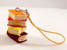 Portachiavi o segnalibro con libri in fimo - Key ring or bookmark with polimery clay books