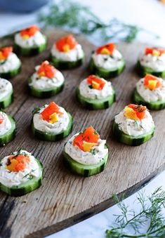 cucumber canapes with herb cheese and smoked salmon, herb cheese spread for cold aperitif Quick Appetizers, Cheese Appetizers, Appetizer Recipes, Easy Canapes, Tapas, Smoked Salmon Cream Cheese, Cucumber Bites, Clean Eating Snacks, Brunch Recipes